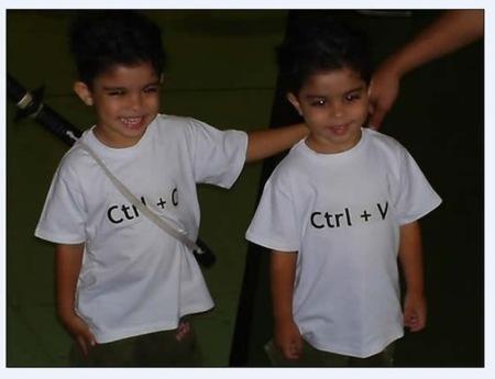 Camisetas Ctrl+C y Ctrl+V, para hermanos gemelos