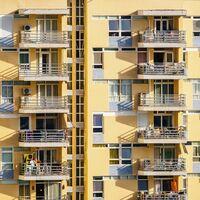No es país para inquilinos: España sigue teniendo más pisos turísticos que vivienda social