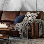 Siete ambientes con sofás en piel para crear estilos muy otoñales