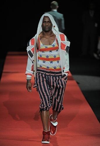 Foto de Vivienne Westwood, Primavera-Verano 2010 en la Semana de la Moda de Milán (10/13)