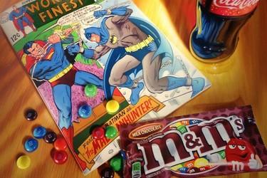 Cómic, dulces y aperitivos protagonizan sorprendentes pinturas hiperrealistas