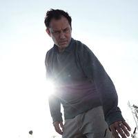 Tráiler de 'El tercer día': Jude Law vive su propio 'Midsommar' en la nueva serie del creador de 'Utopia' para HBO