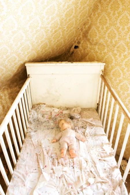 Incomprensible: una madre deja sola en casa a su bebé de dos meses durante dos horas y media