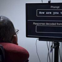 """Una nueva neuroprótesis permite a personas con parálisis volver a hablar """"pensando"""" las palabras"""