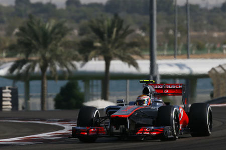 Lewis Hamilton, pole en el Gran Premio de Abu Dabi. Fernando Alonso, lejos, muy lejos