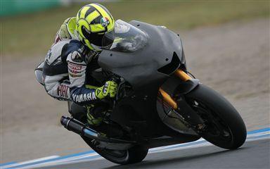 Valentino Rossi ya prepara la Yamaha de 2008