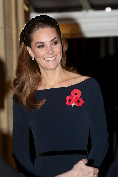Siete momentos en los que Kate Middleton lució una diadema en su pelo y nos dio una lección de estilo