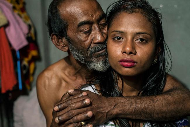 Ganador Fotoperiodismo Series Imagen De La Serie The Longing Of The Others De Sandra Hoyn