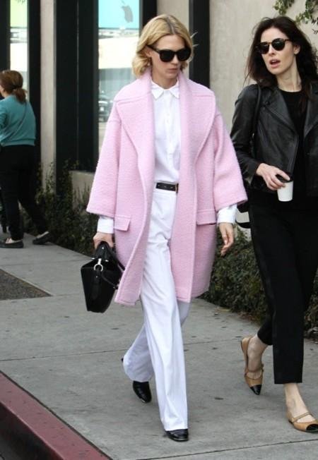 January Jones abrigo rosa