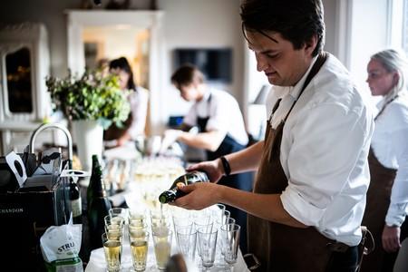 ¿Es el champán un invento inglés? La verdadera historia del vino espumoso que conquistó al mundo