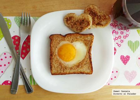 Huevo estrellado en un corazón. Receta para San Valentín