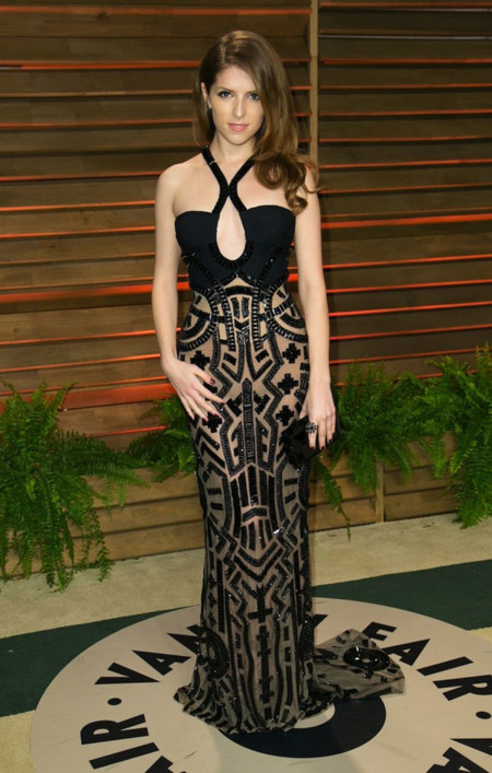 Fiesta Vanity Fair Oscar Anna Kendrick Versace Couture