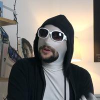Un tío blanco hetero, el youtuber que va en dirección contraria