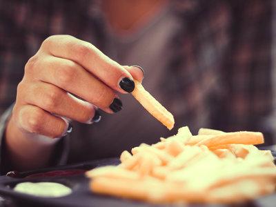 Así es como reducir las calorías aumenta la esperanza de vida