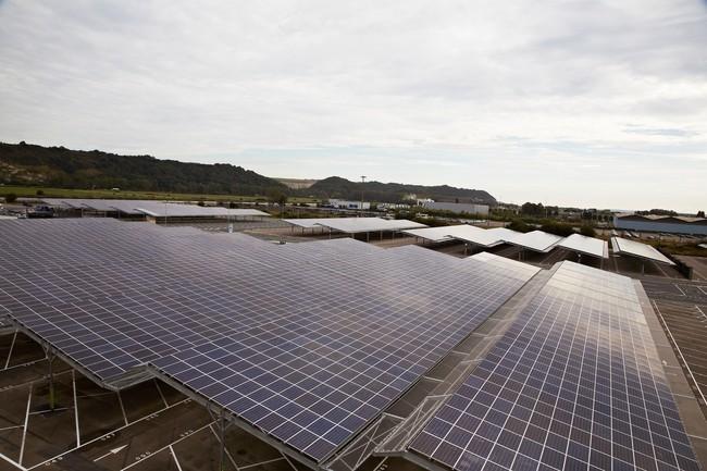 Paneles fotovoltaicos en la factoría de Renault Sandouville