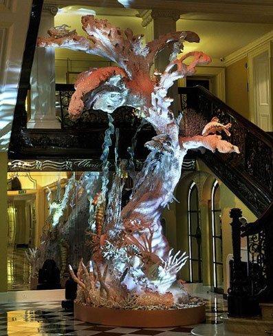 El Arbol de Navidad 2010 de Galliano para el Hotel Claridge de Londres