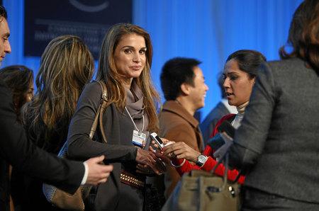 Imágenes de S.A.R. la Reina Rania de Jordania con el bolso Miky de Tod's