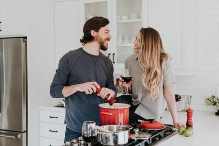 Cocina en pareja: los regalos perfectos para preparar comidas para dos, más allá de San Valentín