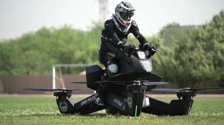 La policía de Dubái quiere todos los juguetes: ha comenzado las pruebas con motos voladoras