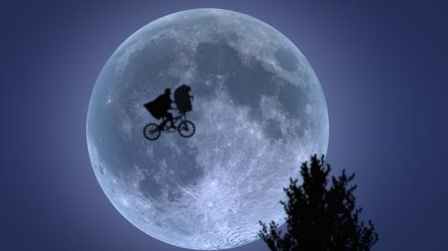 Si la súper luna te decepciona, te recordamos once escenas míticas del cine en las que nuestro satélite nos dejó boquiabiertos