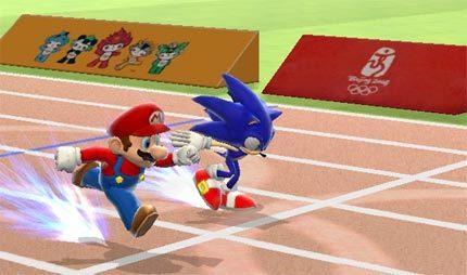 Mario y Sonic compitiendo en una carrera