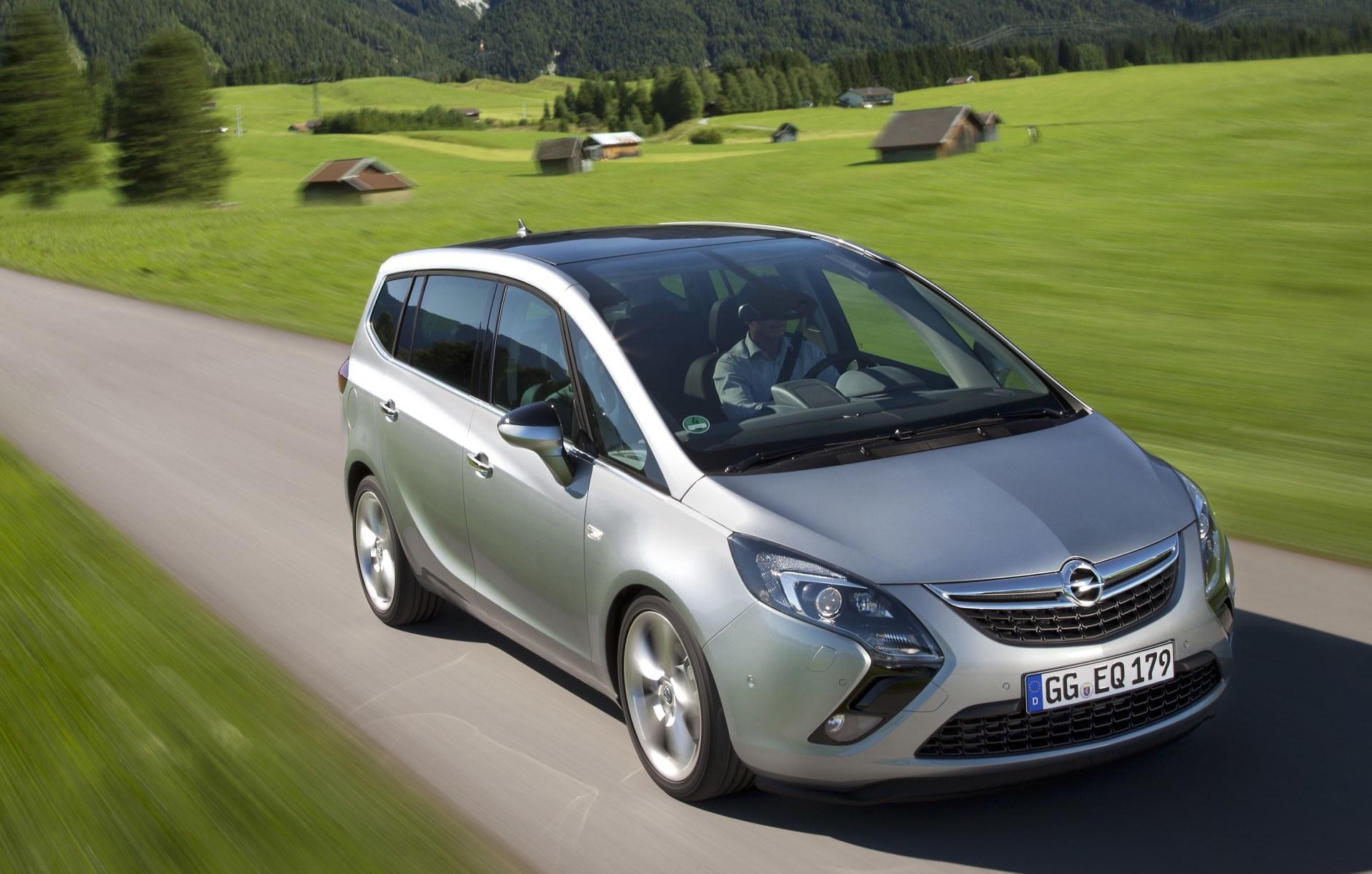 Foto de Opel Zafira Tourer (18/23)