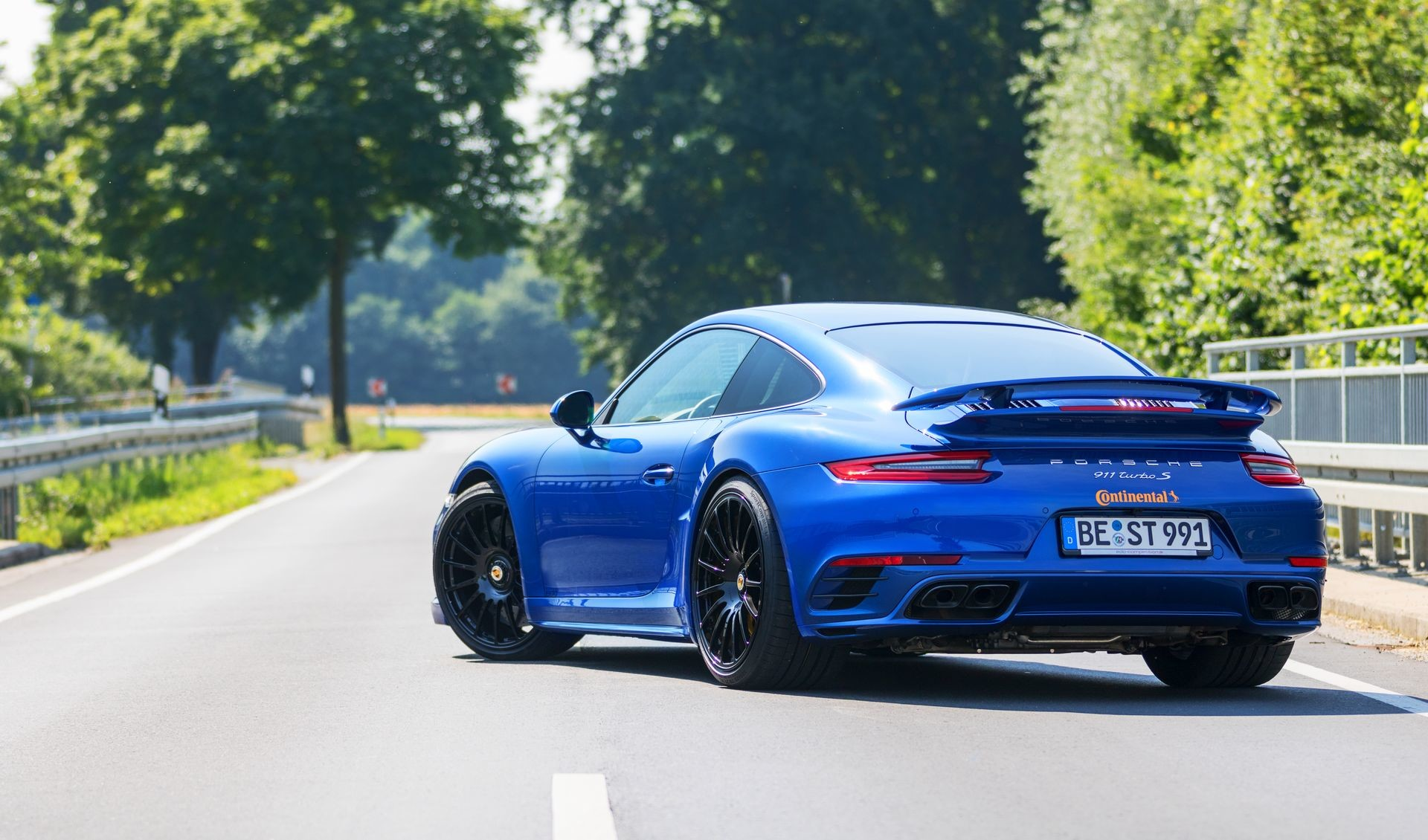 Foto de Porsche 911 Turbo S Blue Arrow (25/25)