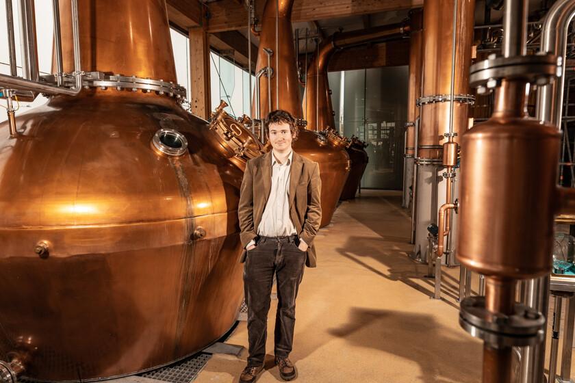 El retorno del auténtico whiskey irlandés, según el especialista en literatura medieval que ha recuperado (y destilado) las antiguas recetas de la isla