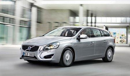 El Volvo V60 híbrido diésel y enchufable ya tiene precio