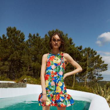 Celebremos la llegada del verano con un vestido corto y estampado (muy llamativo). 15 modelos low-cost que van a enamorar