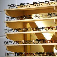 El emporio francoitaliano que hace que tus gafas cuesten 300 euros en lugar de 80