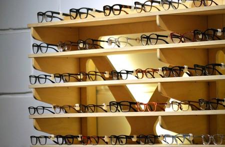 cdd37c5cd8 El emporio francoitaliano que hace que tus gafas cuesten 300 euros en lugar  de 80