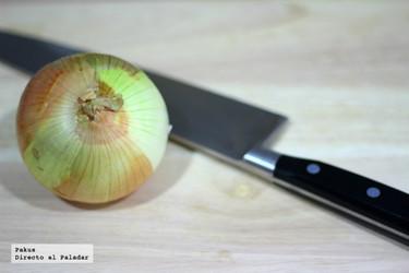 Cómo cortar o picar cebollas sin llorar. Truco de cocina