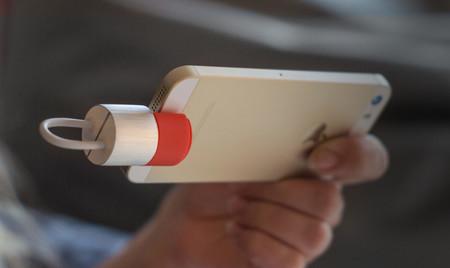 K'ablekey, el dispositivo dos en uno que permite guardar archivos y cargar la batería del iPhone