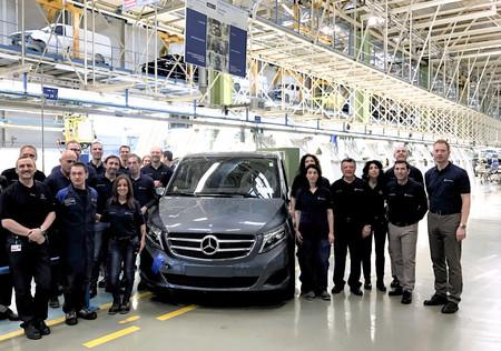 La fábrica de Mercedes-Benz en Vitoria celebra las 100.000 unidades de Clase V