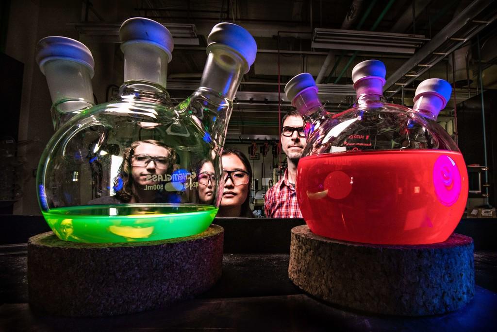 Hay empresas que usan ADN para aconsejarnos en las decisiones más importantes de la vida: así son los nuevos charlatanes genéticos