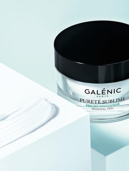 El nuevo Peeling Renovador de Pureté Sublime nace para renovar la textura y luminosidad de tu piel, bajo la premisa del bienestar