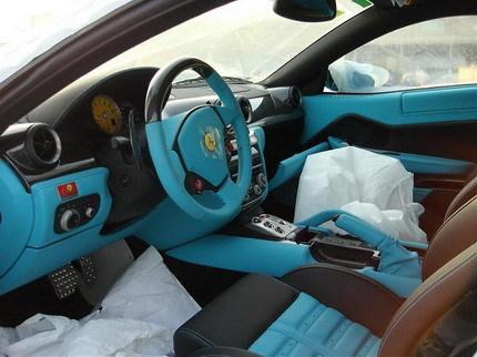 Ferrari 599 GTB de color azul turquesa