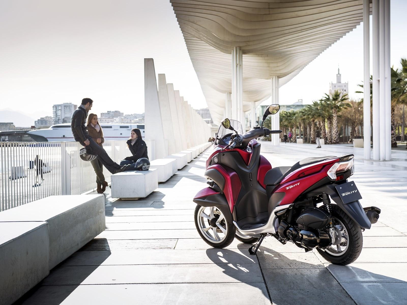Foto de Yamaha Tricity 125 cc acción (15/21)