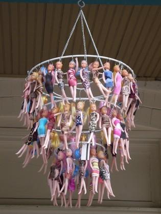Lámpara y colgador de muñecas