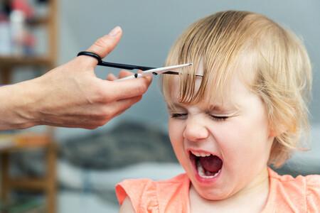 Mi hijo tiene miedo a cortarse el pelo: por qué le sucede y cómo ayudarle a superar este temor tan común en la infancia