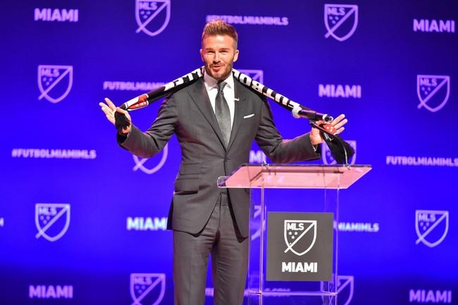 David Beckham regresa a un look de lo más jovial en la presentación de su nuevo equipo de fútbol