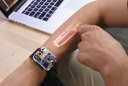 LumiWatch, el smartwatch con proyector que transformaría nuestro brazo en una pantalla táctil