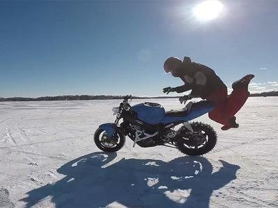 Moto 0 - Furgoneta 1, o lo que pasa cuando las motocicletas autónomas intentan hacer stunt
