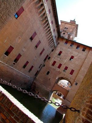 Puente levadizo en el Castillo Estense