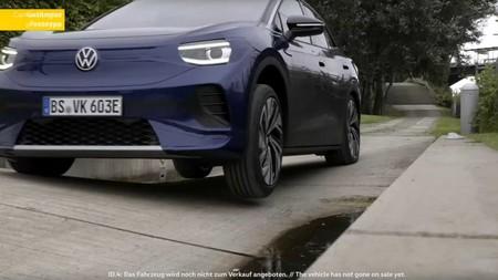 El Volkswagen ID.4 muestra sus capacidades off-road en vídeo y anuncia su llegada: el SUV eléctrico se conocerá el 24 de septiembre