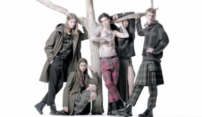Hagamos un pequeño parón en la primavera para ver la campaña otoño-invierno 2015/2016 de Versus Versace