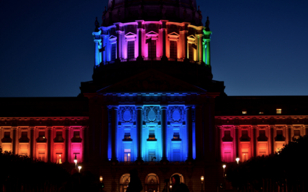 De Stonewall al beso de los castellers: las imágenes que han definido simbólicamente la historia del movimiento LGBT