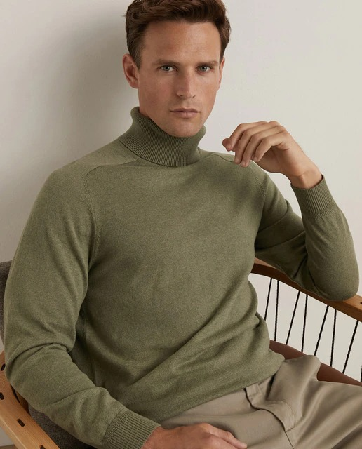 Jersey básico Essential de hombre con el cuello cisne