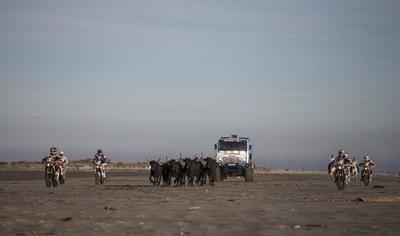 Gardians of Dakar, de nuevo Red Bull asombra con el vídeo previo del Dakar 2015